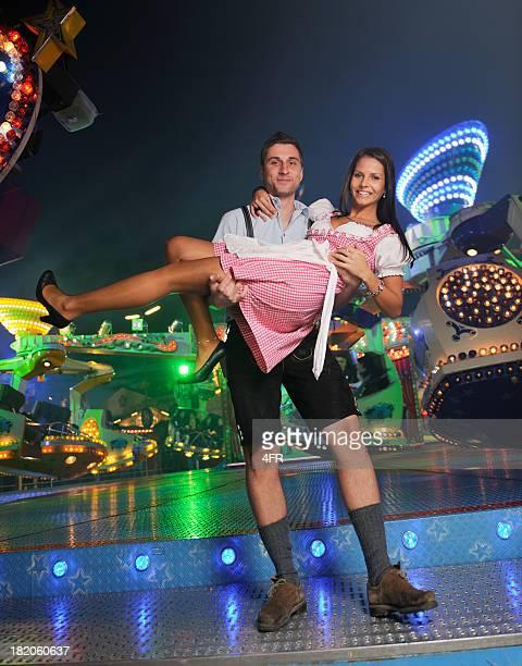 carnival fun auf der das oktoberfest (xxxl - traditionelle kleidung stock-fotos und bilder