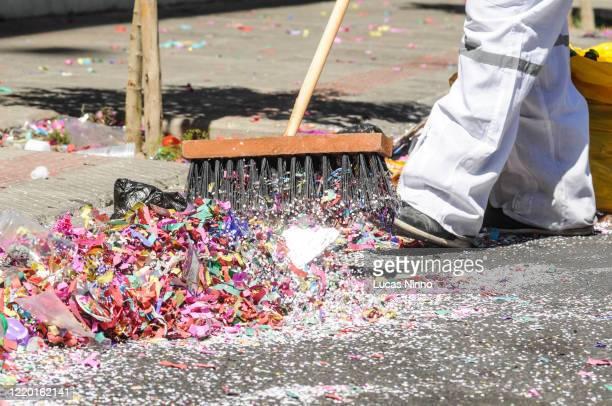 carnival garbage - cleaning after party bildbanksfoton och bilder