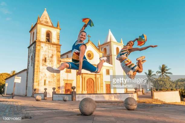 carnival in front of sé cathedral - frevo imagens e fotografias de stock