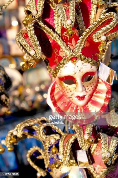 carnival masks in venice - carnaval de venise photos et images de collection