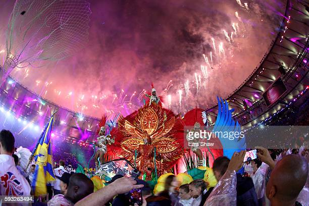 Carnival performers entertain the crowd and athletes during the Closing Ceremony on Day 16 of the Rio 2016 Olympic Games at Maracana Stadium on...