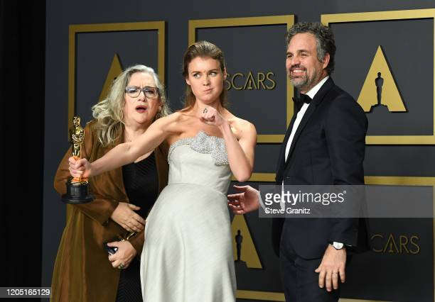 """Carol Dysinger Elena Andreicheva winners of the Documentary Short Subject award for """"Learning to Skateboard in a Warzone """" and Mark Ruffalo pose in..."""