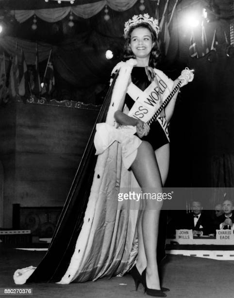 Carol Joan Crawford from Jamaica reacts after being crowned Miss World 1963 on November 13 1964 at the Lyceum Theatre in London / AFP PHOTO / CENTRAL...