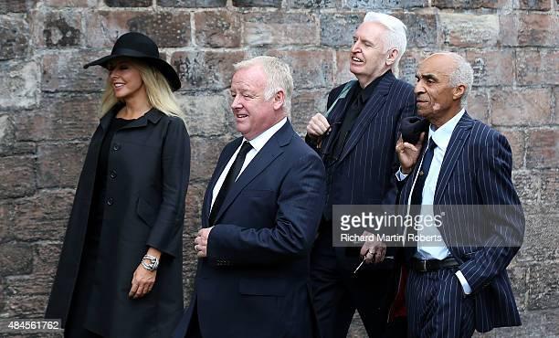 leaving cilla blacks funeral - 612×370
