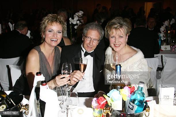 Carola Ferstl Bernd Herzsprung Und Marie Luise Marjan Bei 25 Jahre Deutscher Opernball Am 240207 In Frankfurt