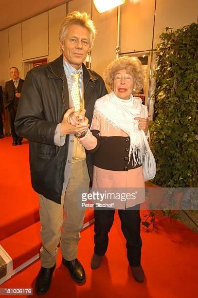 Carola Höhn Sohn MichaelArved Crüger Feier zum 99 Geburtstag von J o h a n n e s H e e s t e r s München ArriKino Ankunft Foyer