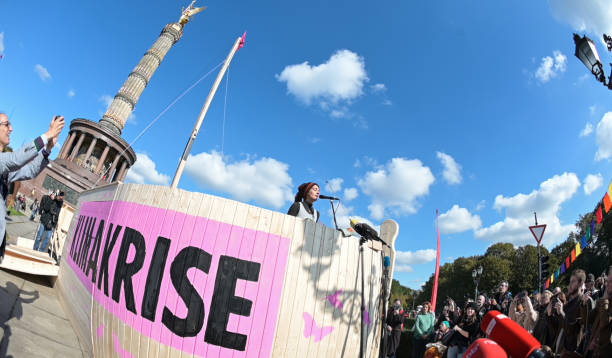 DEU: Extinction Rebellion protests in Berlin, London
