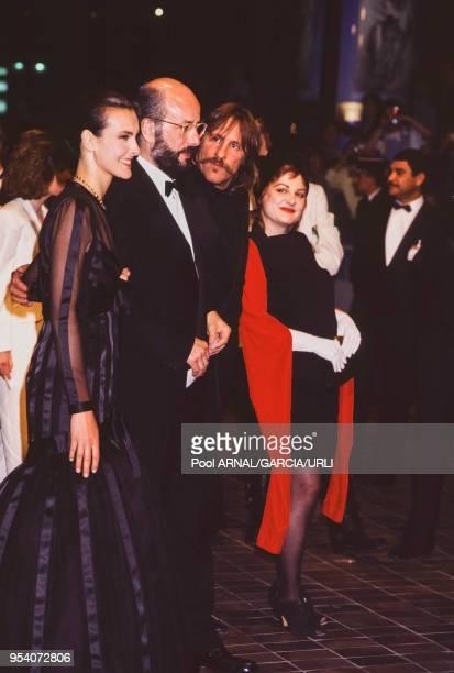 Carole Bouquet Bertrand Blier Gérard Depardieu et Josiane Balasko lors du Festival de Cannes en mai 1989 France