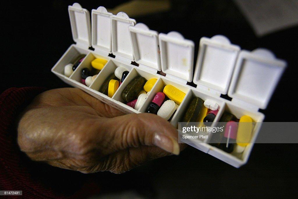 Seniors Depart For Canada To Fill Prescriptions : News Photo