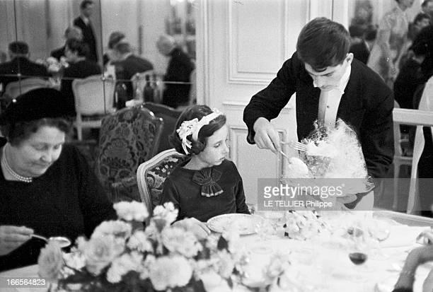 Carole Prouvost Granddaughter Of Jean Prouvost Marries Bruno Toulemonde Paris décembre 1959 Le repas est servi aux convives venus assister au mariage...