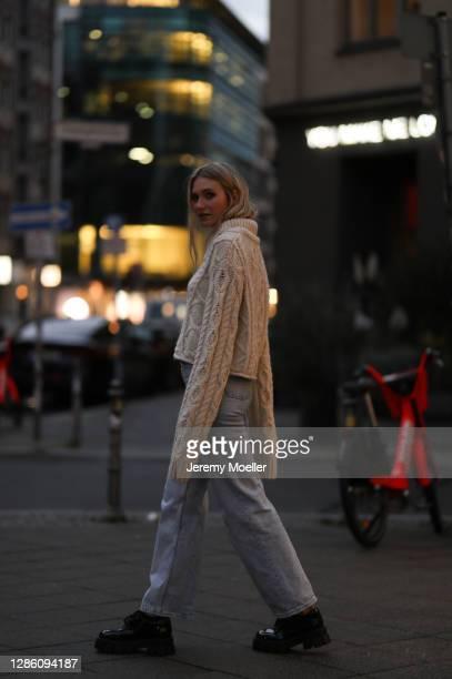 Carolin Niemczyk wearing a Zara knit sweater, Levis jeans and black sneaker on November 16, 2020 in Berlin, Germany.