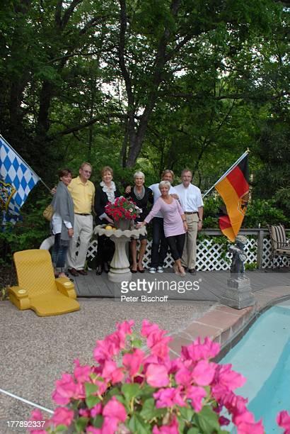 Carolin Reiber Hardy Wurner Ehefrau Anke Hansi Kiesler Susanne Beck WolfRüdiger Uhlig Besuch bei Hardy Wurner Homestory Garten Houston Texas...