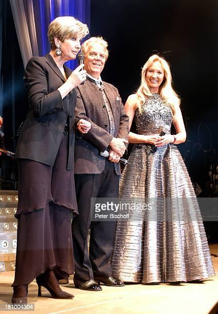 Carolin Reiber Judith Ehemann Mel Jersey / Musikgruppe 'Judith und Mel' 'Superhitparade der Volksmusik auf Tournee' Bremen Moderatorin Sänger...