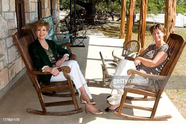 Carolin Reiber Susanne Beck Zuschauerreise Ausflug zur Silver Spur Gäste Ranch Bandera Texas Nordamerika USA Amerika Moderatorin