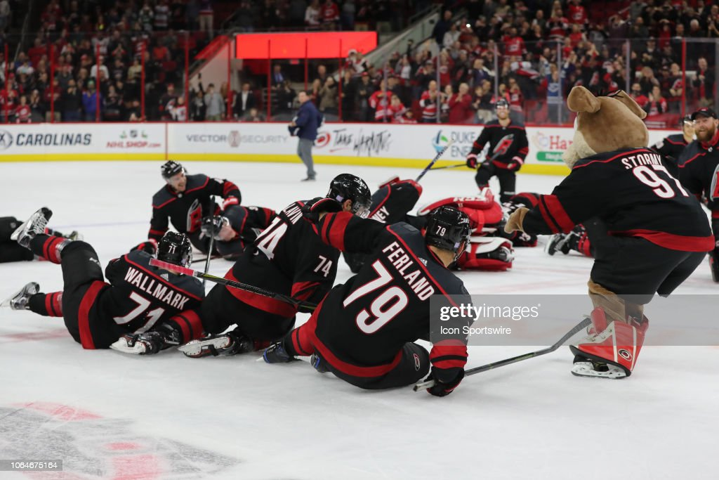 NHL: NOV 23 Panthers at Hurricanes : News Photo