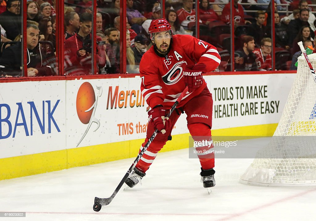 NHL: OCT 30 Flyers at Hurricanes : News Photo