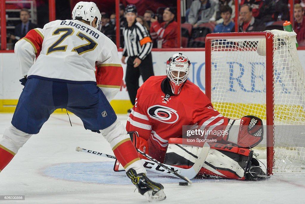 NHL: NOV 27 Panthers at Hurricanes : News Photo