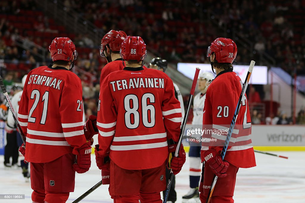 NHL: DEC 16 Capitals at Hurricanes : News Photo