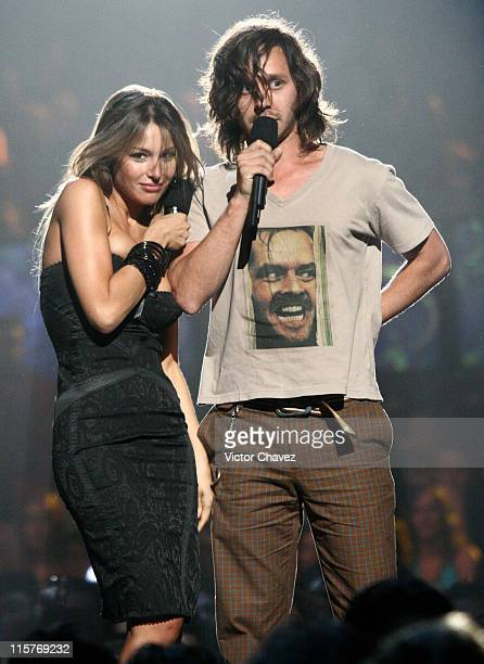 Carolina Pampita Ardohain and Benjamin Vicuna introduce Miranda performance