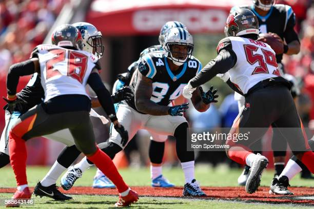 Carolina Panthers tight end Ed Dickson prepares to block Tampa Bay Buccaneers linebacker Devante Bond during the first half of an NFL football game...