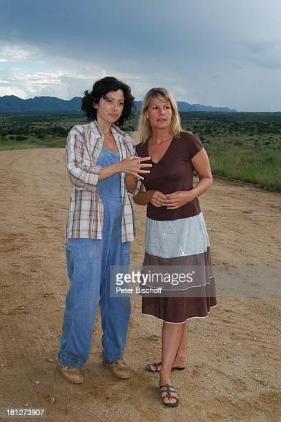 Carolina Vera Squella Sophie Schütt Dreharbeiten zum ZDF2Teiler Afrika Wohin mein Herz mich trägt alter Titel Bushmans Paradise Staubstrasse bei...