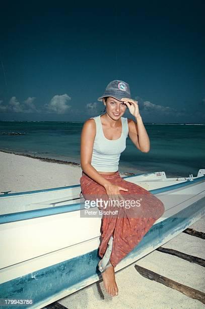 Carolina Vera Squella Tulum/MexicoUrlaub Meer Strand am Rande der Dreharbeiten zur ARDReihe Klinik unter Palmen