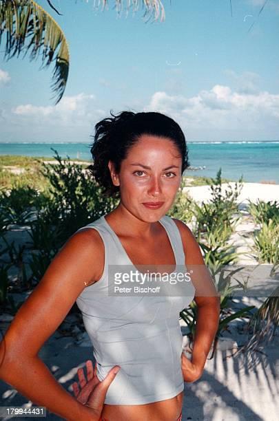 Carolina Vera Squella Tulum/MexicoUrlaub Meer Strand Palmen am Rande der Dreharbeiten zur ARDReihe Klinik unter Palmen