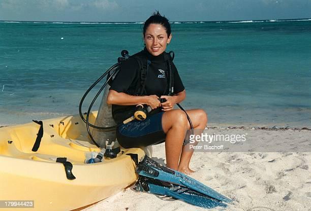 Carolina Vera Squella Tulum/MexicoUrlaub Meer Strand Tauchen Sport Boot am Rande der Dreharbeiten zur ARDReihe Klinik unter Palmen