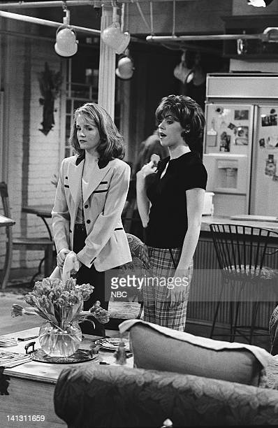 CITY 'Caroline and the Cereal' Episode 20 Aired 4/18/1996 Pictured Lea Thompson as Caroline Duffy Amy Pietz as Annie Viola Spadaro Photo by Alice S...