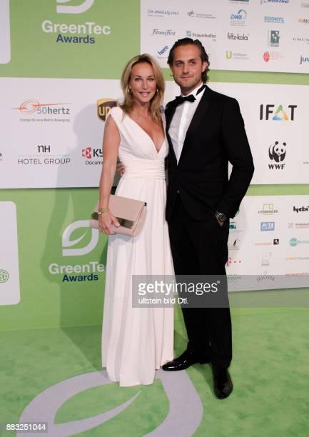 Caroline Beil und Philipp Sattler auf den GreenTec Awards 2015 im Velodrom Berlin am