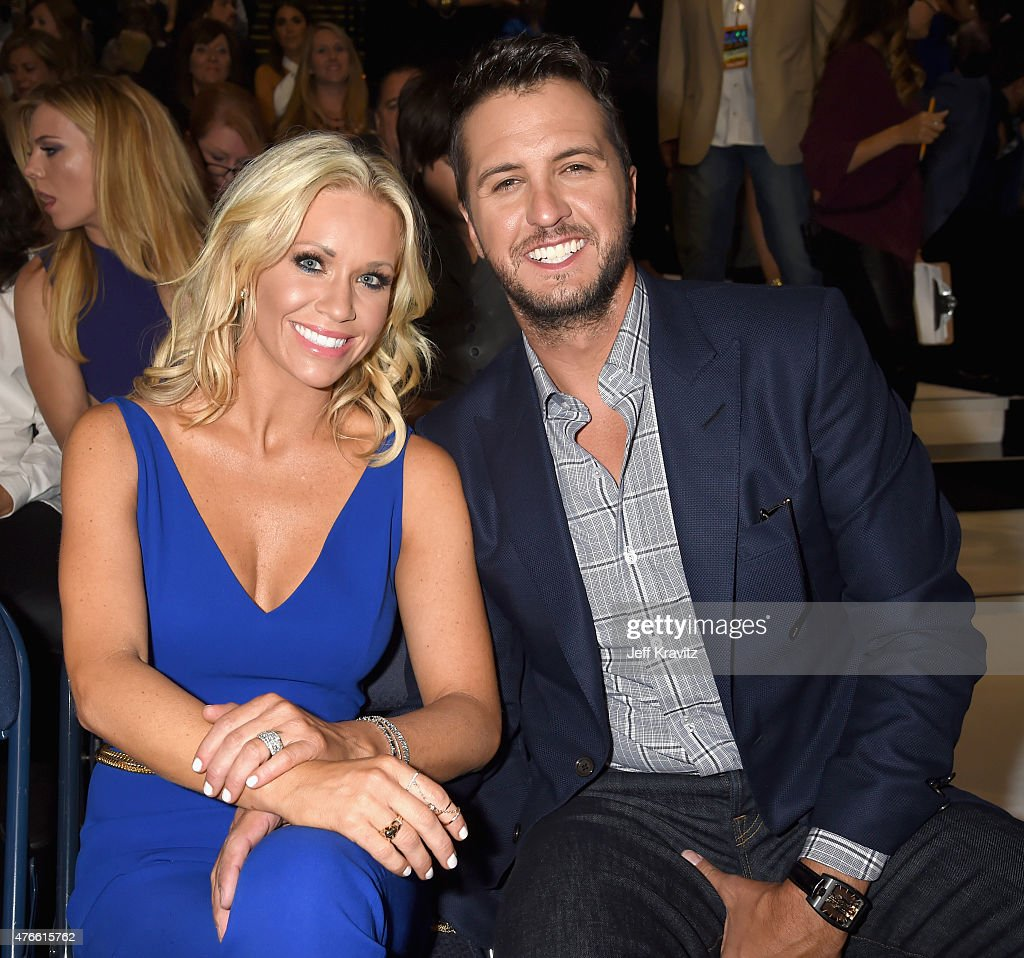 2015 CMT Music Awards - Backstage & Audience : News Photo