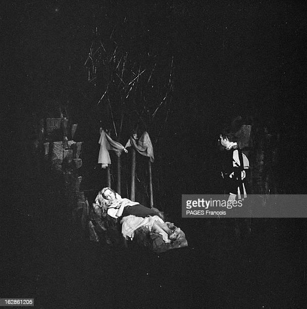 Caroline Cellier At The Theater In ' L'Ordalie Ou La Petite Catherine' France Paris 6 octobre 1966 l'actrice française Caroline CELLIER jouera dans...