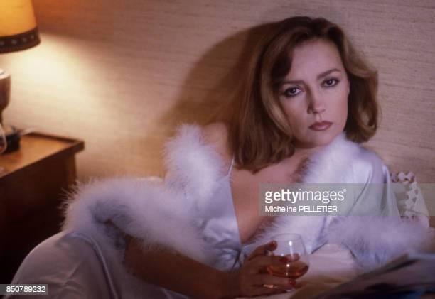 Caroline Cellier lors du tournage du film 'Poulet au Vinaigre' réalisé par Claude Chabrol en novembre 1984 France