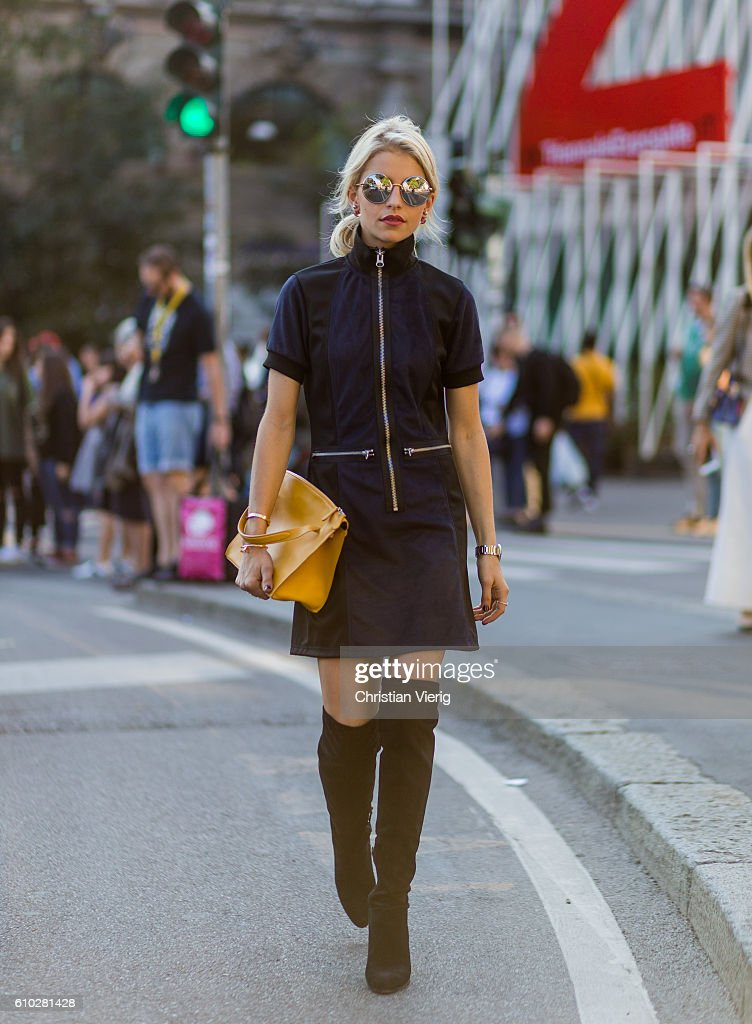 Street Style: September 24 - Milan Fashion Week Spring/Summer 2017 : News Photo