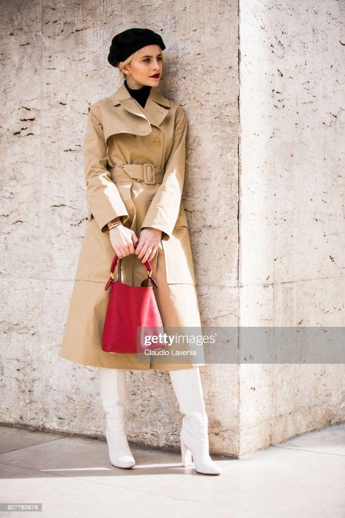Street Style : Paris Fashion Week Womenswear Fall/Winter 2018/2019 : Day Eight : News Photo