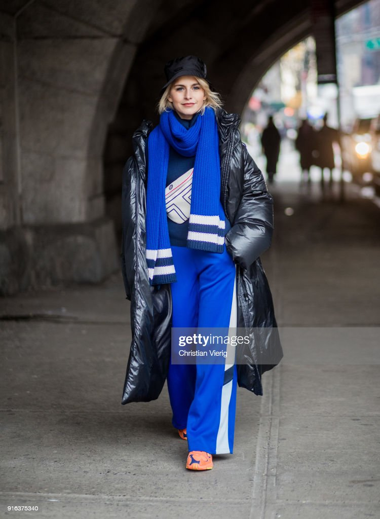 Street Style - New York Fashion Week February 2018 - Day 2 : News Photo