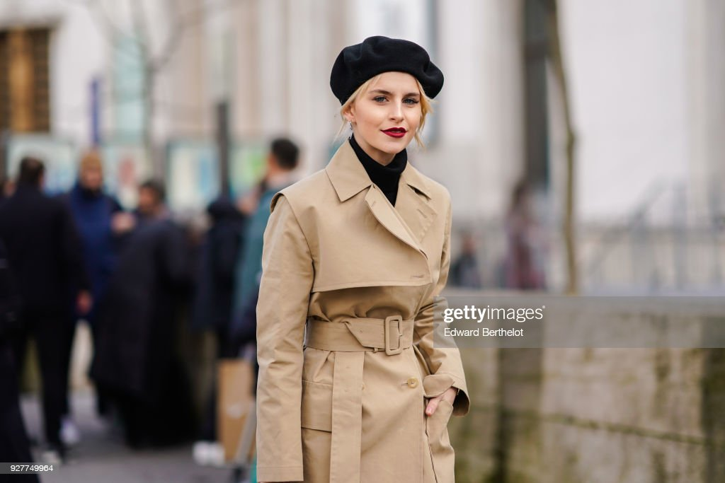 Street Style : Paris Fashion Week Womenswear Fall/Winter 2018/2019 : Day Eight : Photo d'actualité