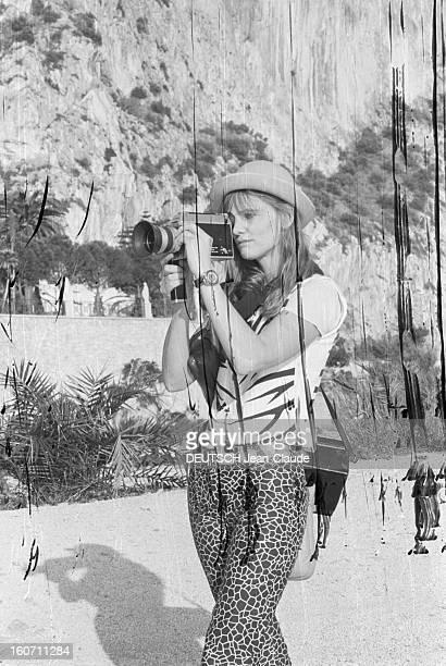 Caroline De Bendern Lives In Monte Carlo A Monaco à MonteCarlo portrait en extérieur Caroline DE BENDERN 'La Marianne de 68' du célèbre cliché de...