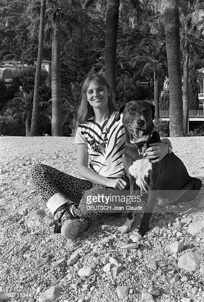 Caroline De Bendern Lives In Monte Carlo A Monaco à MonteCarlo sur la plage Caroline DE BENDERN 'La Marianne de 68' du célèbre cliché de JeanPierre...