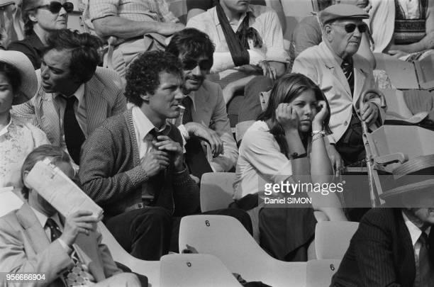 Caroline de Monanco et Philippe Junot lors de la défaite de Adriano Panatta en huitième de finale des Internationaux de France de RolandGarros le 2...