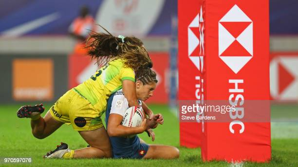 Caroline Drouin of France scores a try during the Women's Cup semi final between Australia and France during the HSBC Paris Sevens at Stade Jean...