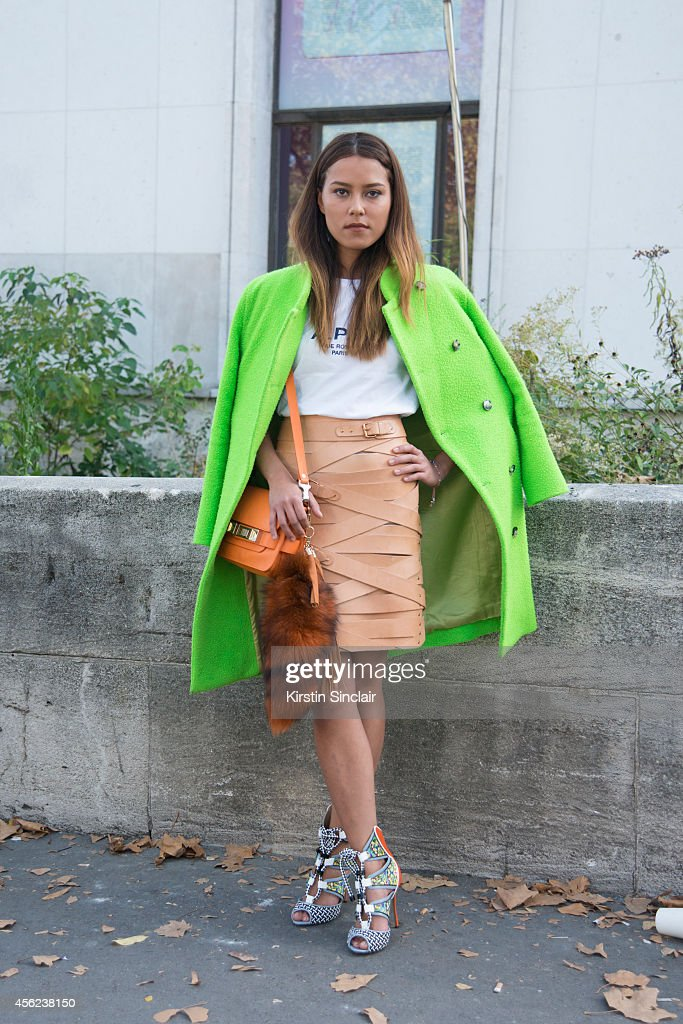 Street Style - Paris Collections: WOMEN SS15 - September 23 To September 01 October, 2014 : News Photo