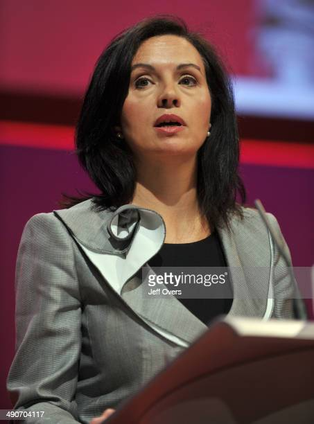 Caroline Flint Speak at the 2008 Labour party conference Manchester Sept 2008 Speech speaking Talking
