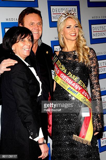 Caroline Noeding mit Roland Mack und Ehefrau Marianne Verleihung Gala Deutscher Medienpreis 2012 fr herausragende Symbole der Menschlichkeit...