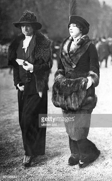Caroline Otero French dancer Otero on a walk with a friend published in 1912 Photo Henri Manuel