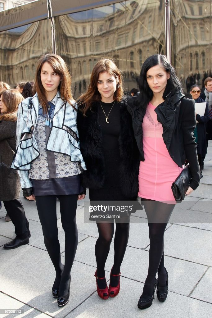 Louis Vuitton - PFW - Ready To Wear - Fall/Winter 2011 - Arrivals
