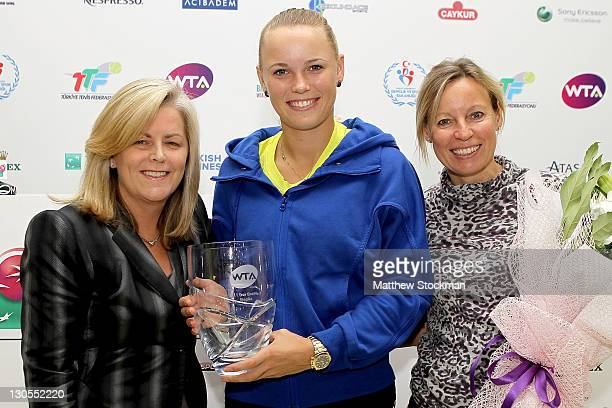 Caroline Wozniacki of Denmark poses with WTA CEO Stacey Allaster anb her mother Anna Wozniack after seccuring the year end number WTA ranking during...