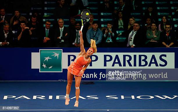 Caroline Wozniacki serves to Serena Williams during their match at the BNP Paribas Showdown at Madison Square Garden on March 8 2016 in New York City