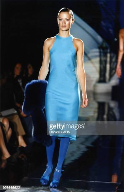 Carolyn Murphy lors du défilé HauteCouture automnehiver 19961997 de Versace en juillet 1996 à Paris France