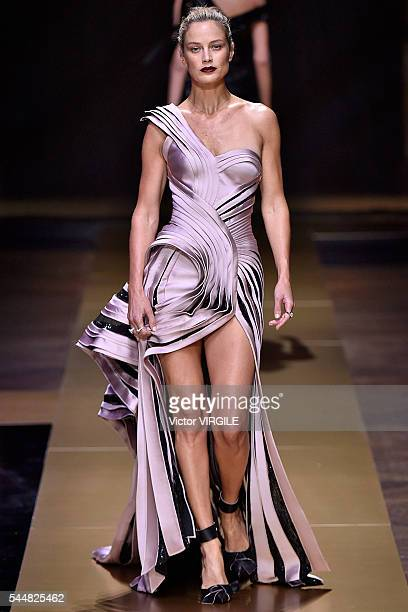 Carolyn Murphy walks the runway during the Atelier Versace Haute Couture Fall/Winter 20162017 show as part of Paris Fashion Week on July 3 2016 in...